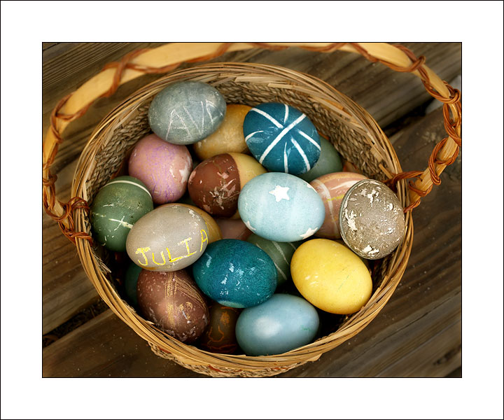 Dirty Hippie Easter Eggs (Organic Egg Dyes!)