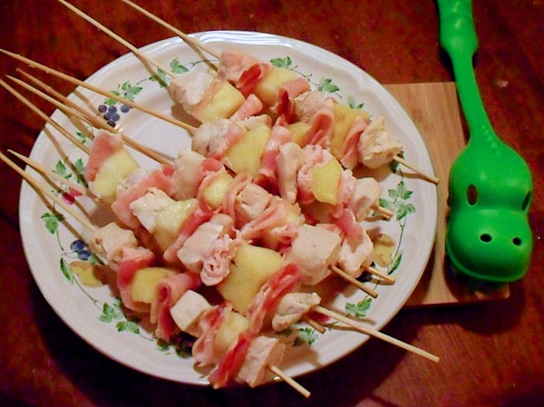 chicken_bacon_pineapple_kabobs01